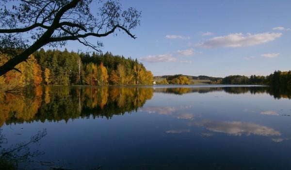 """Jezero se nachází na Vysočině na klidném místě u lesa – 5 km od Pelhřimova. Jedná se o soukromý revír určený ke sportovnímu rybolovu """"chyť a pusť """" a slouží […]"""