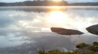 Raní slunce nad vodou